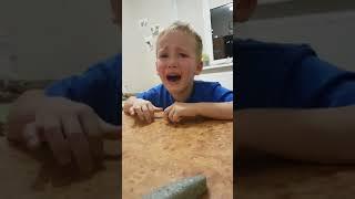 Ребенок учит стихотворение