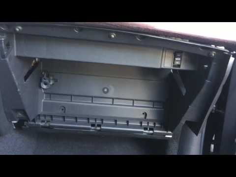 How to replace Infiniti M37/Q70 cabin air filter