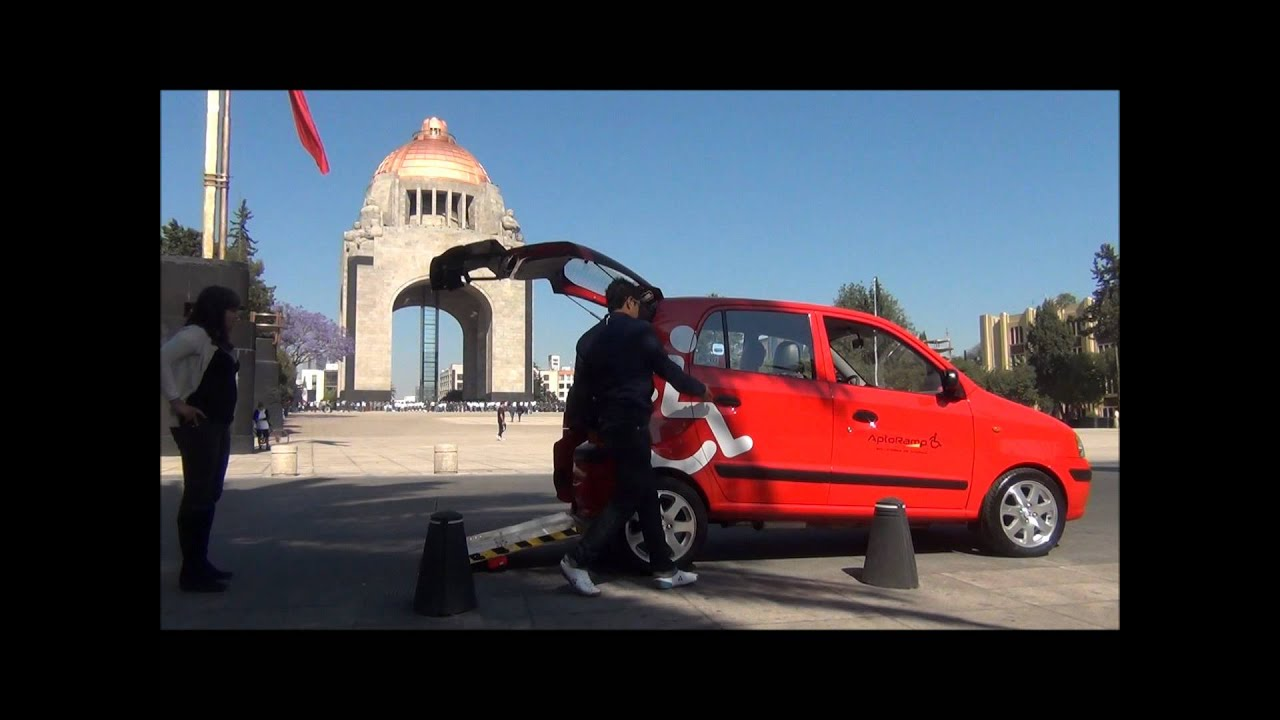 Transporte Accesible con Rampa para Discapacitados  YouTube