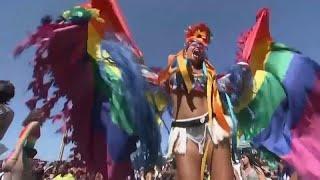 شاهد: القنصل البريطاني وحوالي المليون يشاركون بموكب للمثليين في البرازيل…