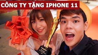 Công ty tặng iPhone 11 Pro Max trong tiệc Tất niên (Oops Banana Vlog #100)
