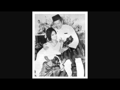 P.Ramlee & Saloma - Dalam Air Terbayang Wajah