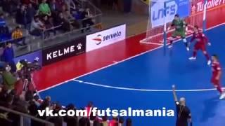 розыгрыш углового - футзал мини-футбол futsal skills goal tricks(Больше интересных фото и видео о футзале и пляжном футболе вы найдете в нашей группе - vk.com/futsalmania vk.com/futsalmania..., 2015-02-19T13:12:52.000Z)