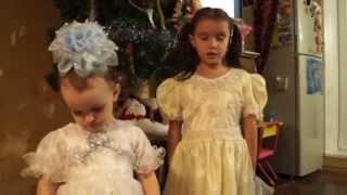 Дед Мороз и Снегурочка приходят в гости(Довольно забавным является тот факт, что Дед Мороз и Снегурка в 1999-м году получили российскую прописку,..., 2013-12-31T18:51:03.000Z)