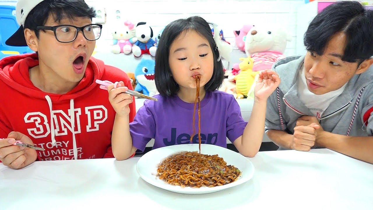 Boram and Conan want the same black noodles