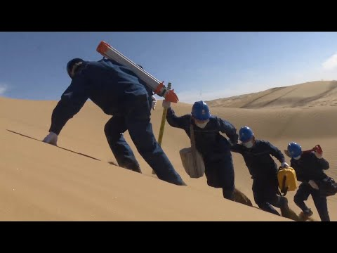 GLOBALink | Electricians work to ensure stable power supply for Xinjiang in China's largest desert