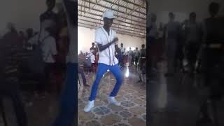 Aeo dancing to bend down pause by run town ft wizkid