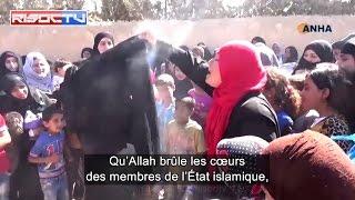 Elles brûlent leur burqa après le départ de l'État islamique de leur village