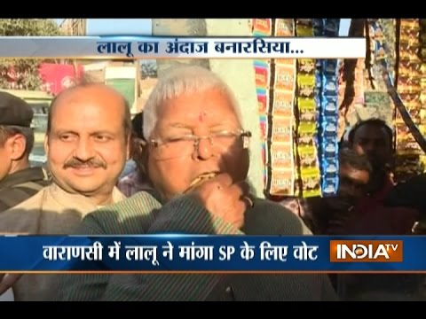 Lalu Prasad Yadav Eats Banarasi Paan, Campaigns for Samajwadi Party in Varanasi