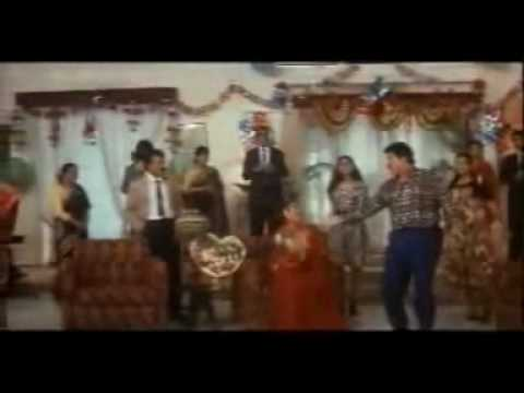 Macha Hai Hungama Tirchhi Topi wale