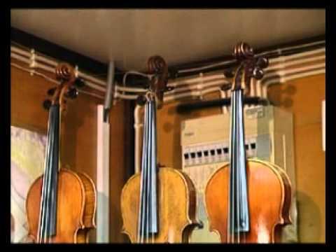 со струнами инструмент музыкальный фото