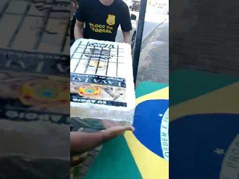Movimentos de rua comemoram um ano de prisão de Lula com bolo em Natal