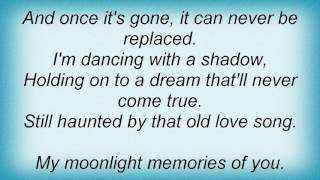 Barry Manilow - My Moonlight Memories Of You Lyrics