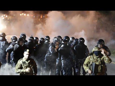 تجدد المظاهرات في وسط بيروت غداة سقوط جرحى في صدامات مع قوات الأمن…  - نشر قبل 12 ساعة