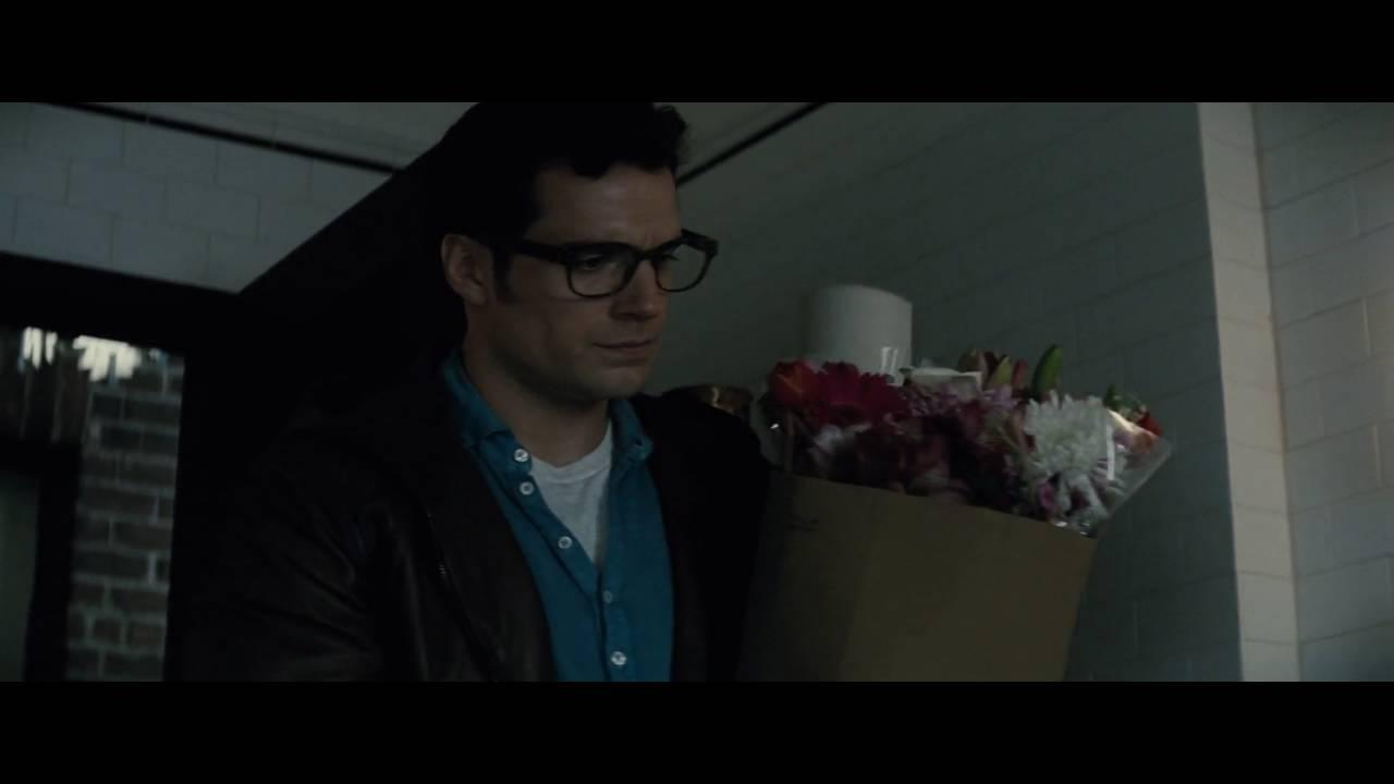 Batman v Superman Final Trailer Proves Caped Crusader