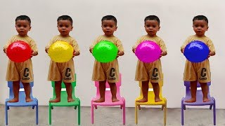 RAFAEL FOI CLONADO - Aprendendo cores com bolas, Five little babies jumping on the bed
