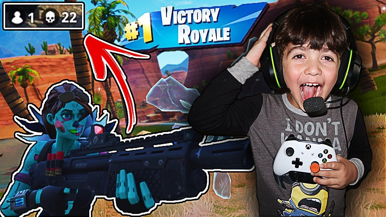 MY 3 YEAR OLD LITTLE BROTHER PLAYS FORTNITE FOR THE FIRST TIME!! (BROTHER  PLAYS LIKE NINJA!)
