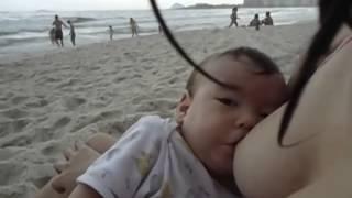 Rudá Mamando Em Copacabana