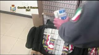 Ultrasettantenne arrotonda con il contrabbando di sigarette: fermato dalla Finanza
