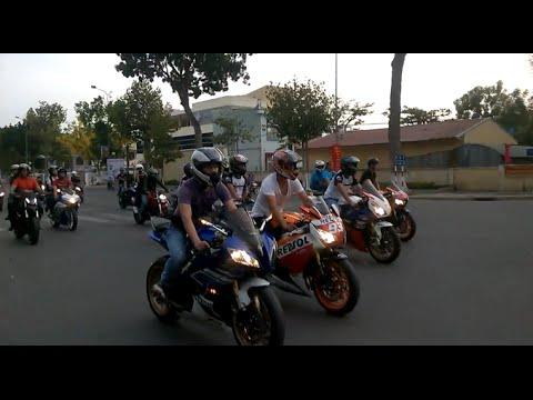 Hàng trăm chiếc Moto PKL khủng đi bão tại Việt Nam