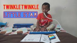 Anak kecil main pianika lagu Twinkle twinkle little star