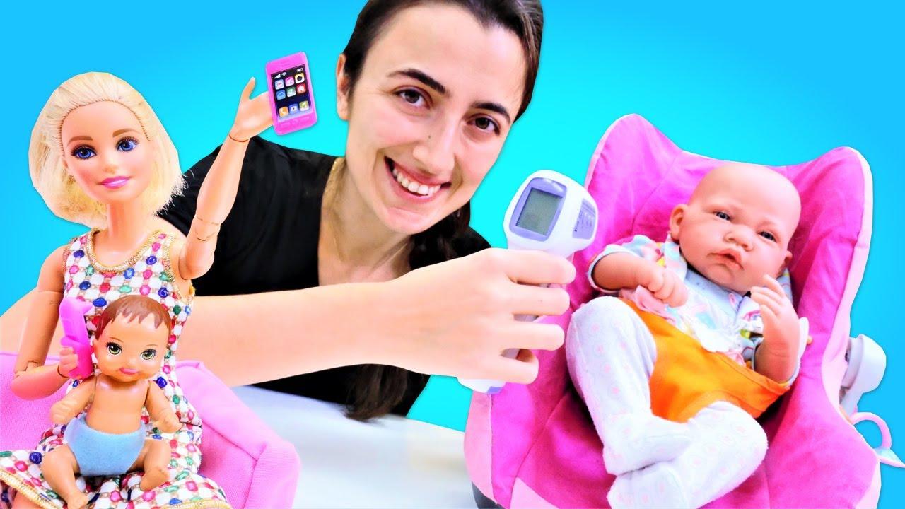 Barbie oyunları. Barbie, bebeği için Sevcan'dan yardım istiyor. Kız oyunları.