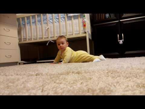 Как садится ребенок первый раз видео
