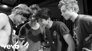 5 Seconds of Summer - She Looks So Perfect [Live] (VEVO LIFT)