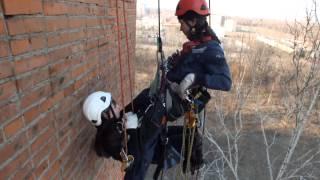Промышленный альпинизм Хабаровск. Тренируемся.(Отрабатываем спасение пострадавшего с кроля с помощью полиспаста. Наш сайт: http://raf-dv.ru | ВКонтакте: http://vk.com/rop..., 2014-04-11T15:04:56.000Z)