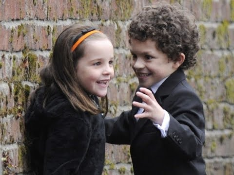 Coronation Street Simon Barlow star Alex Bain is still together with his pregnant girlfriend after a