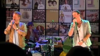 H.E.A.R. (Henry & Alex Rock) - Dorp in het groen