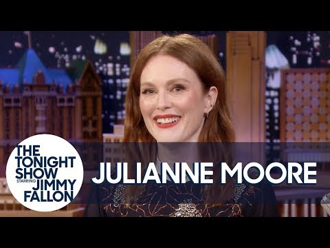 Julianne Moore Accidentally Texted Audio of Her Discussing a Friend's Divorce