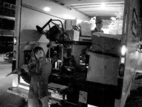 Angel Deradoorian (Dirty Projectors) - Impromptu Jam w/ Random Passersby - 2007-08-31, Ann Arbor, MI