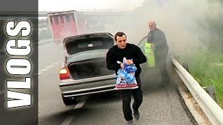 Explota coche de Football Tricks Online - GuidoFTO Vlogs Diarios(En este Vlog Diario casi explota el coche de Football Tricks Online de camino a Barcelona y por la noche @ElRepreGonza se tiro al agua congelada! Espero ..., 2015-09-06T22:22:04.000Z)