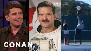 How Chris Hadfield & Serena Williams Helped Randall Munroe With His New Book - CONAN on TBS