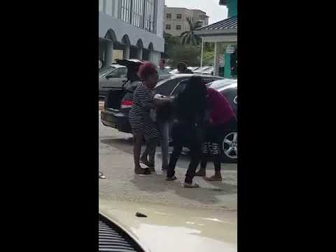 Two Jamaican women fighting 😮