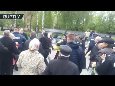 Украинские националисты напали на пенсионеров, вышедших на первомайский митинг в Виннице