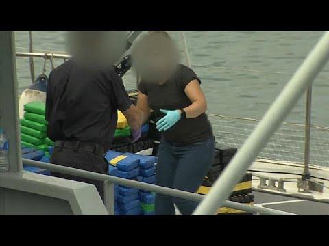 فيديو: القبض على هولنديَين في أكبر عملية تهريب مخدرات ببريطانيا…  - نشر قبل 2 ساعة