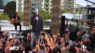 Download lagu Justin Bieber singing What Do You Mean acoustic on the World Famous Rooftop September 28 2015 MP3