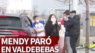 Mendy paró en Valdebebas y se fotografió con los aficionados | Diario AS