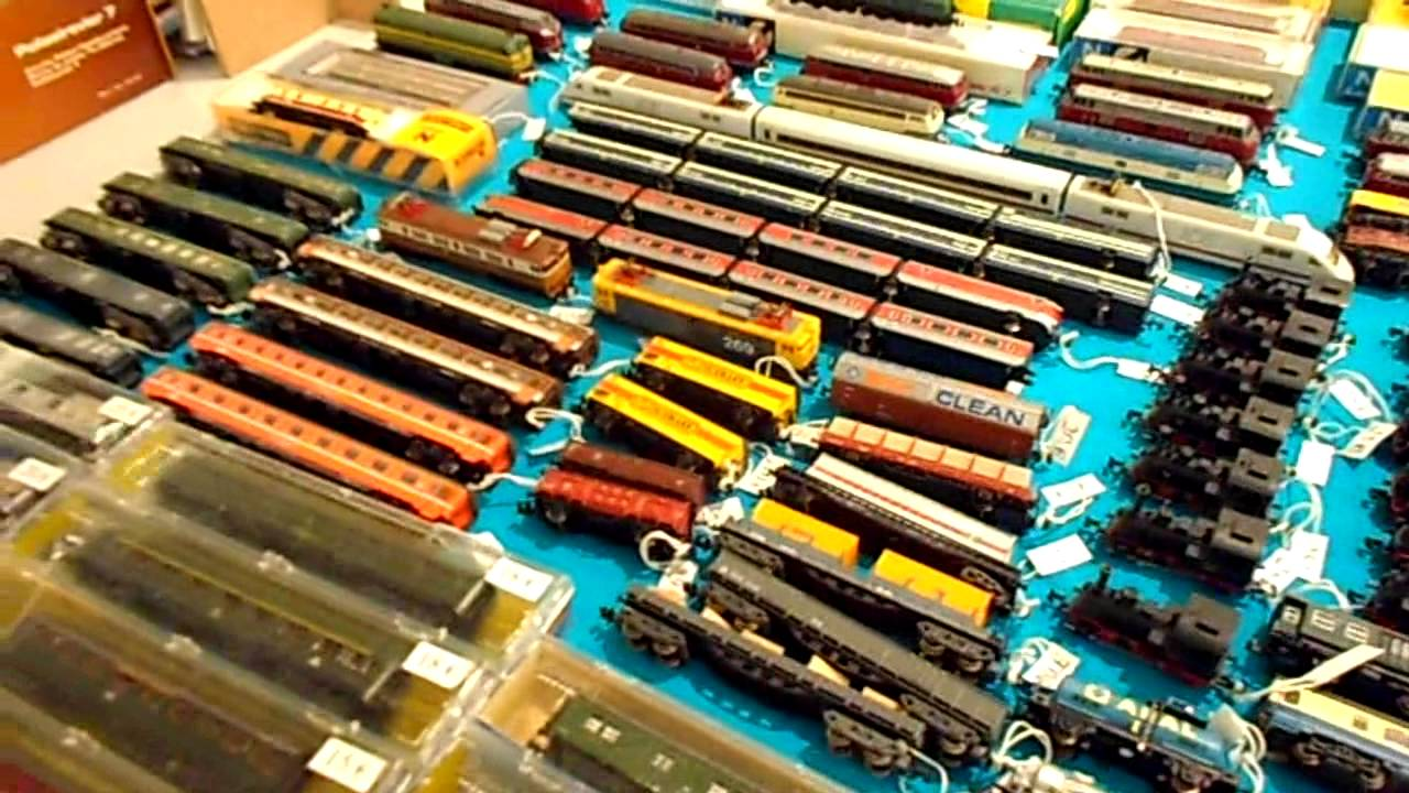 Mesa de trenes en el mercadillo de chamart n 23 02 2013 - Mercadillo antiguedades madrid ...