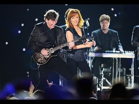 Reba McEntire Performs at the 2015 ACMs