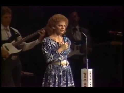 Reba McEntire - Whoever's in New England [ Live | 1987 ]