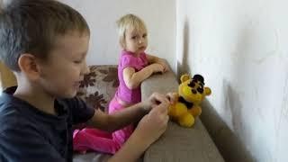 Толя и его игрушки. Мишка Голден Фредди против зомби
