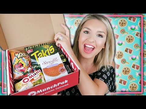 TASTING SNACKS from AROUND THE WORLD!  MUNCHPAK Subscription Box Review