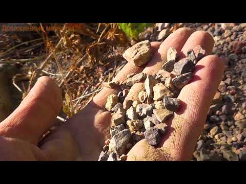 Зеленый александрит нашёл среди камней