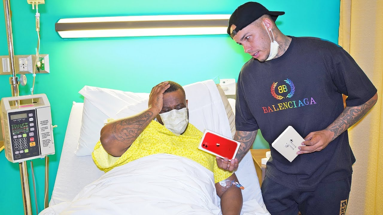 Photo of Surprising My Best Friend Who's Sick With iPhone 11 And Airpods Pro – ايفون