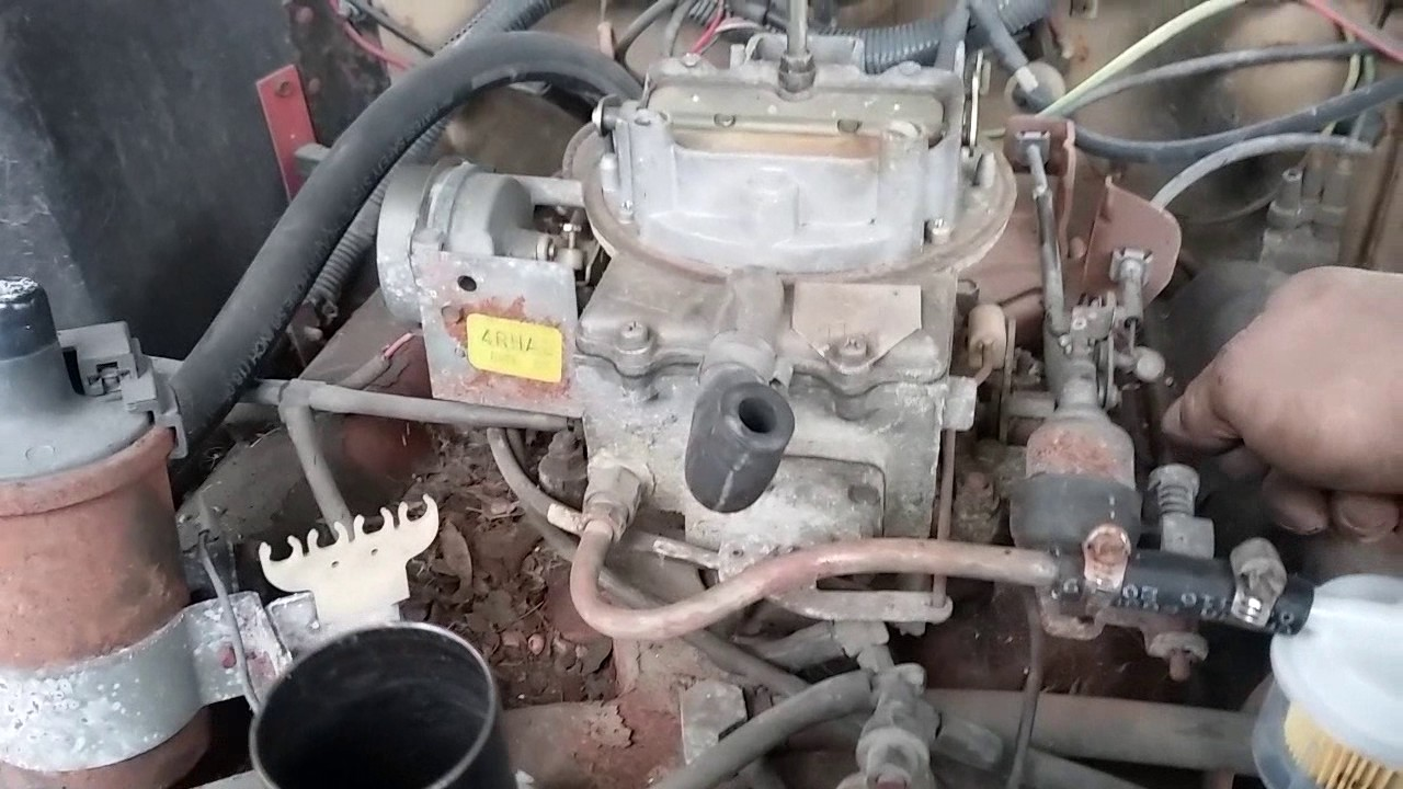 redoing vacuum lines on jeep engine [ 1280 x 720 Pixel ]