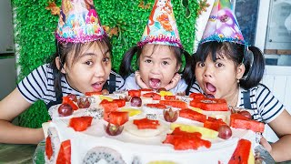 Kids Go To School | Children's Holidays Chuns And Friends Make birthday cake to eat at home