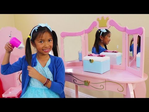 Wendy Pretend Play with Girl Makeup Toys & Disney Princess Dolls